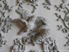 Couple d'oiseaux, détail du décor sculpté des lambris de la chambre d'honneur