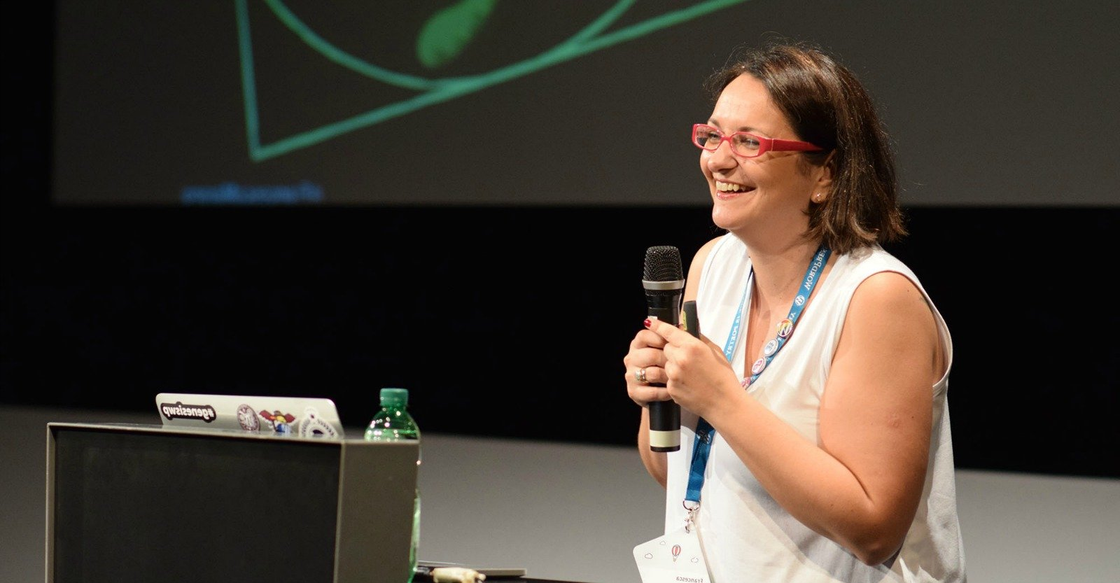 Francesca Marano sul palco di WordCamp Europe 2016 - foto di Jonas Andrijauskas