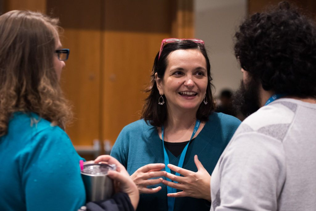 Francesca risponde a domande dopo un talk. Foto di Jessica Gardener