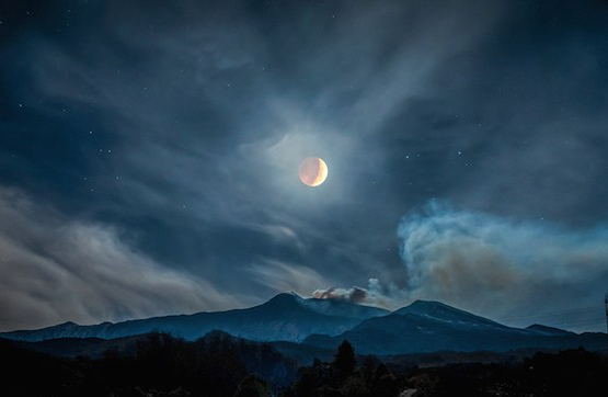 Alessia-Scarso-Moon-Eclipse-over-Mount-Etna_press_web