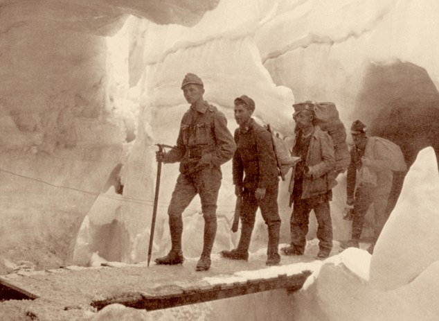 events, First World War / WWI, Italian Front, Austrian soldiers in a glacier, Marmolada, Tyrol, 1916, Italy, mountain warfare, i