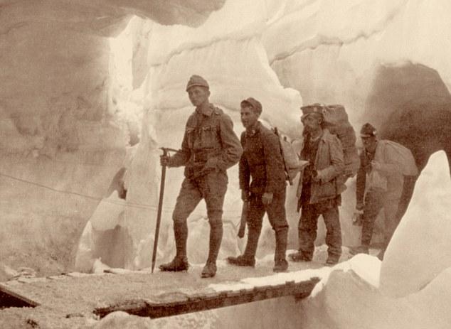 events, First World War / WWI, Italian Front, Austrian soldiers in a glacier, Marmolada, Tyrol, 1916, Italy, mountain warfare,i