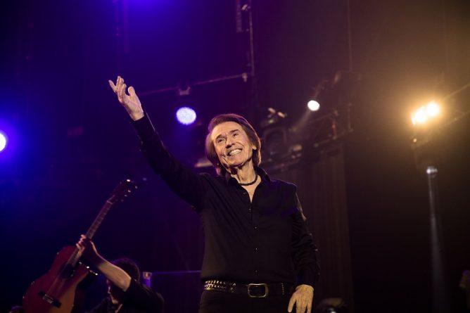 Raphael vuelve a París para un concierto memorable