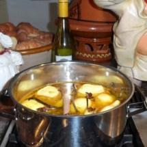 Stoofpeertjes in witte wijn met kurkuma