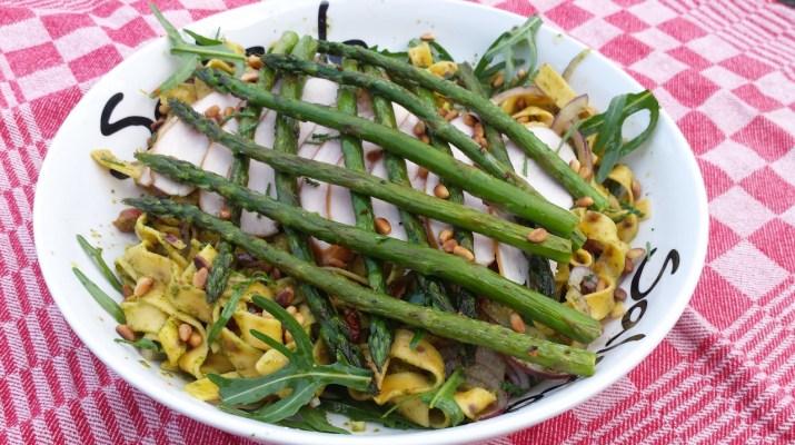 Pastasalade met gegrilde groene asperges