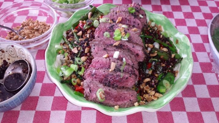 Thaise biefstuksalade met noedels