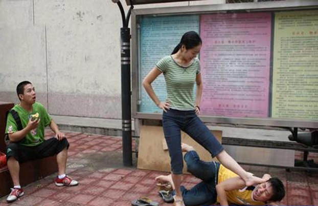 china-funny-girlfriend-stronger-than-boyfriend