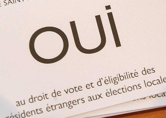 SAINT-DENIS : referendum sur droit de vote des etrangers.