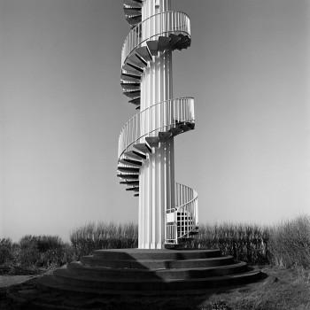 Portion inférieure du phare metallique d'Alprech pres de Boulogne sur mer, avec escalier helicoidal exterieur