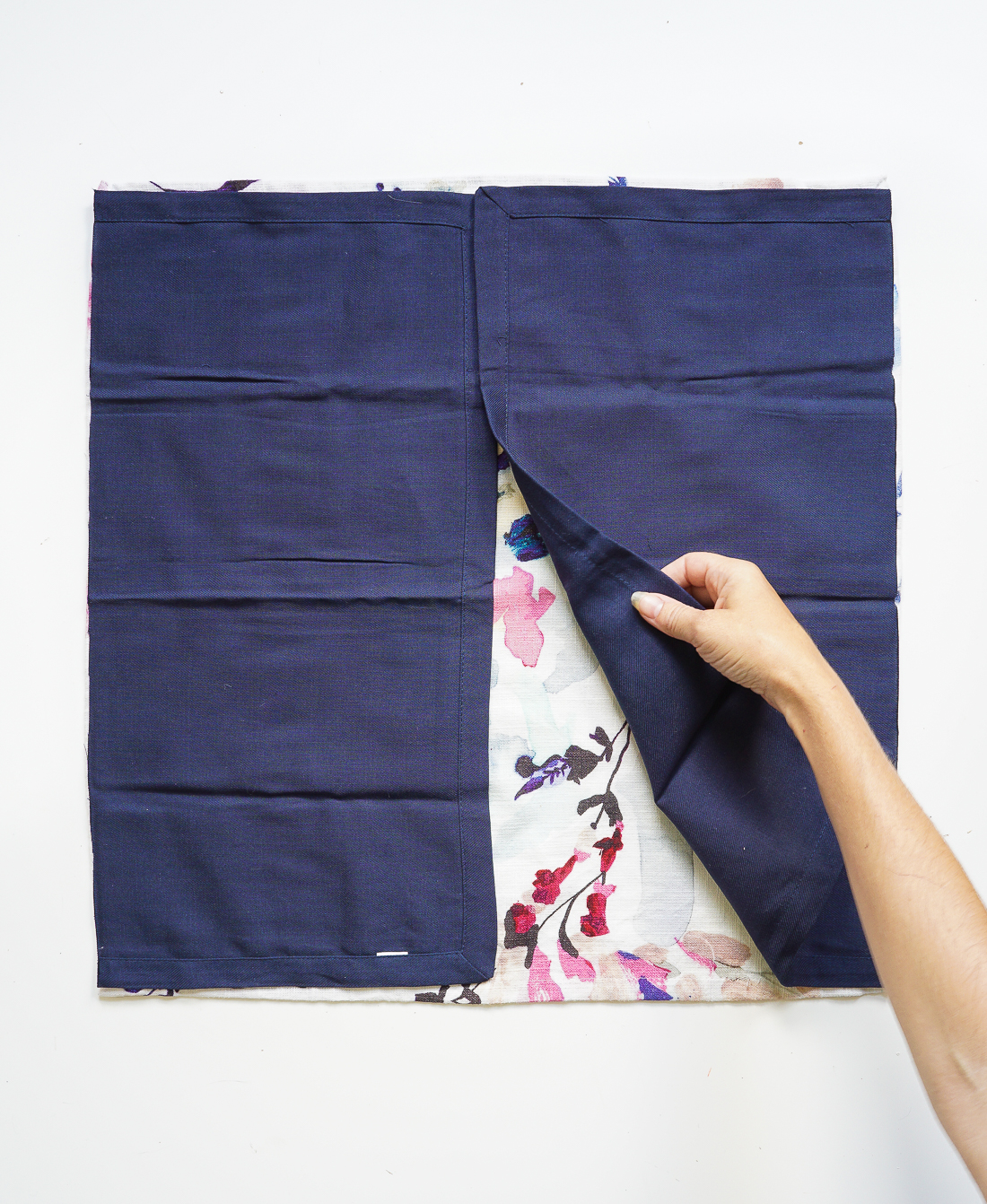 No sewing machine? No problem. Make these no-sew envelope pillows without sewing a stitch!
