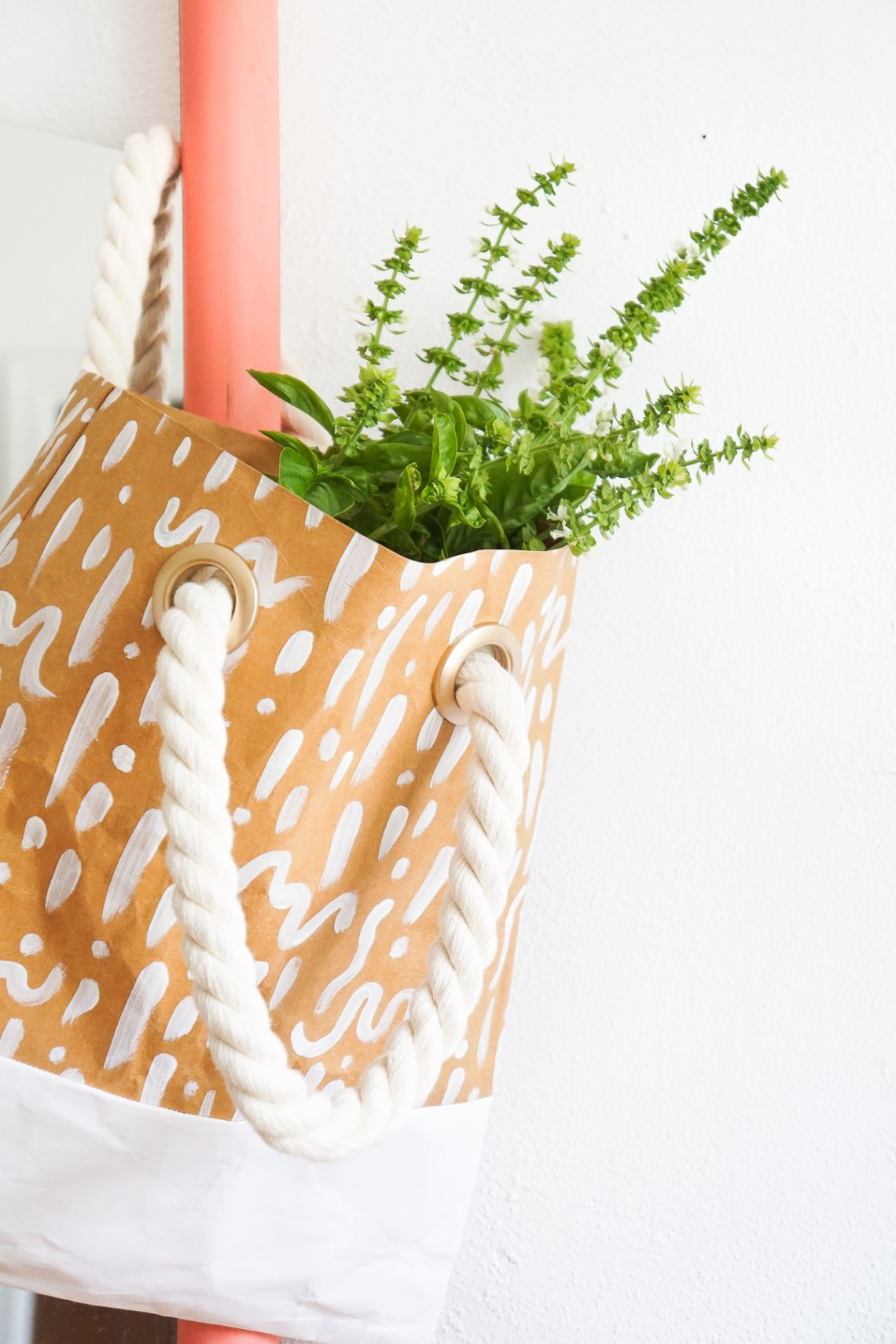 Ever heard of machine washable paper? Hop over to see what it's all about + a paper leather tote project to try! Click through...