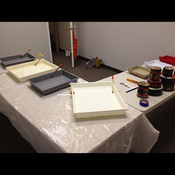 Atelier Pinhole (ghetto darkroom set-up at the MAVF)