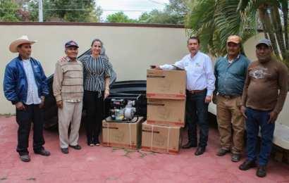 Alcaldesa Entrega Apoyos a Ganaderos y Agricultores