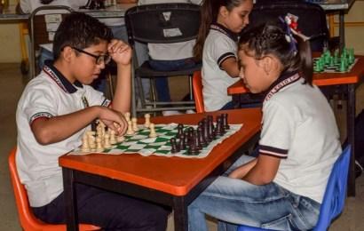 Promueve biblioteca pública torneo de ajedrez
