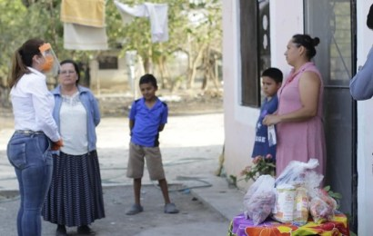Alcaldesa Lleva Personalmente Despensas a Familias de Ejidos