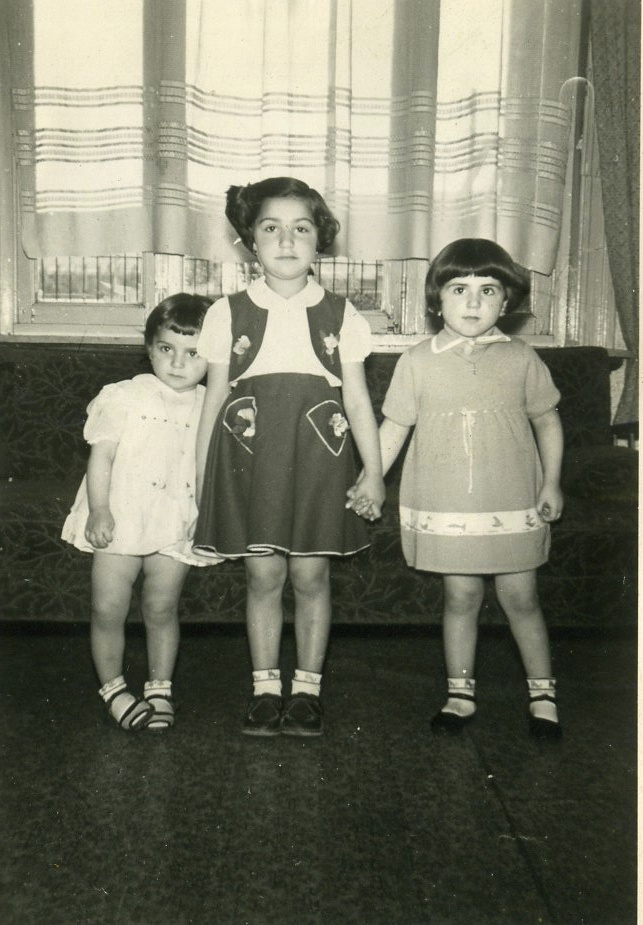 From left to right: Jeanie, Nora (big sis in the middle) and Toni