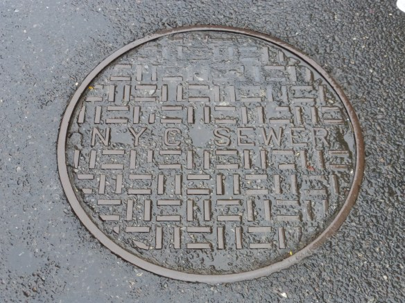 Wet manhole cover