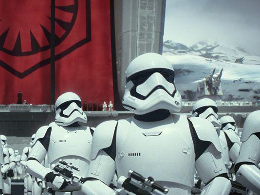 daniel-craig-stormtrooper-star-wars-force-awakens