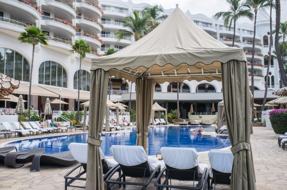 """The """"adult"""" quiet pool at the Fairmont Kea Lani is tranquil with excellent Mai Tais poolside."""
