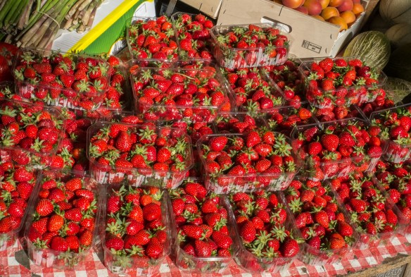 Fresh strawberries in the village Gignac.