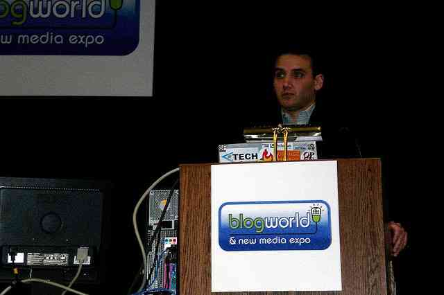 Frank Gruber speaks at BlogWorld 2007