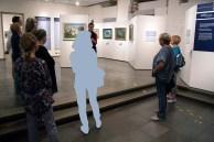 Begrüßung durch Frau Dr. Susanne Knuth in der Ausstellung - Rudolf Bartels - EINFACH UND NUR SCHÖN - im Kulturhistorischen Museum Rostock (c) FRank Koebsch (2)