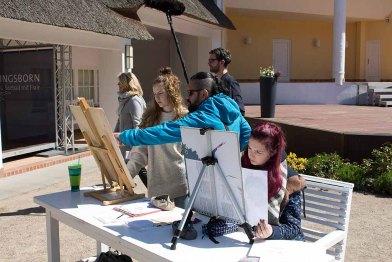 Ivan Prado unterichtet das Zeichnen von Karrikaturen beim Plein Air Festival Kühlungsborn (c) FRank Koebsch (3)