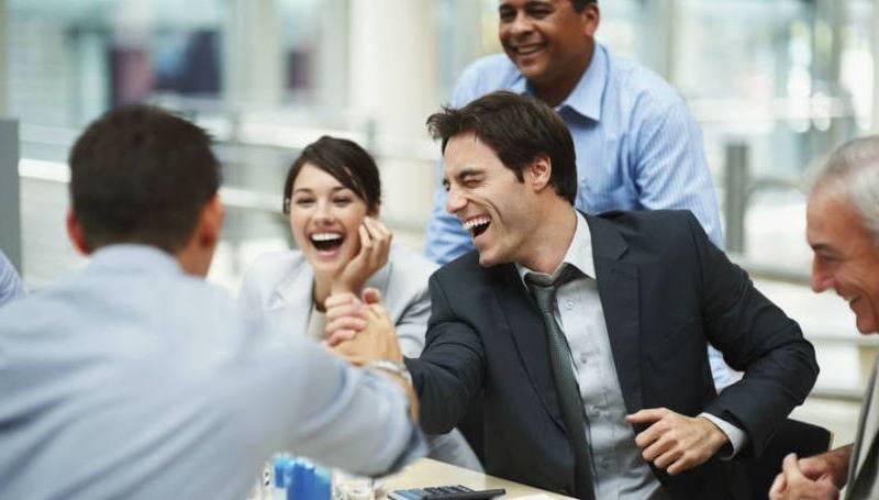size_810_16_9_colegas-de-trabalho-conversando