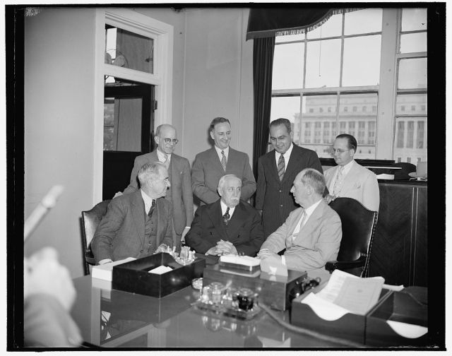 Admiral_Leahy_confers_with_Puerto_Rican_Officials.jpg