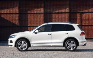 2013-Volkswagen-Touareg-SUV_Image-01-1680