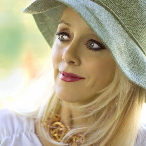 christine_marie-hat-looka