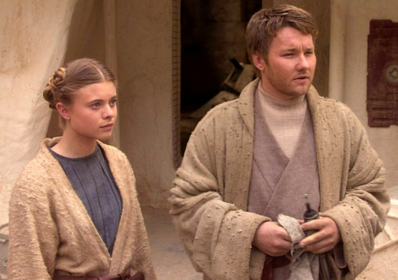 Young-Owen-and-Beru-Star-Wars.jpg