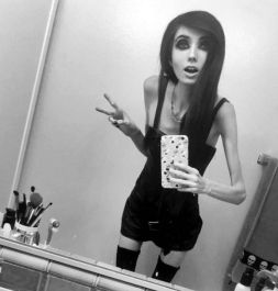 Thin-vlogger-anorexia-701497