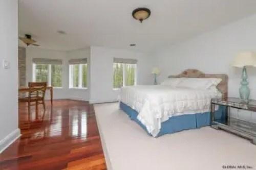 Sara Bronfman house for sale bedroom