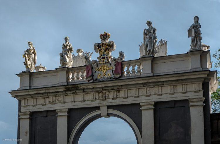 Schloss Altenburg erkunden Triumphtor