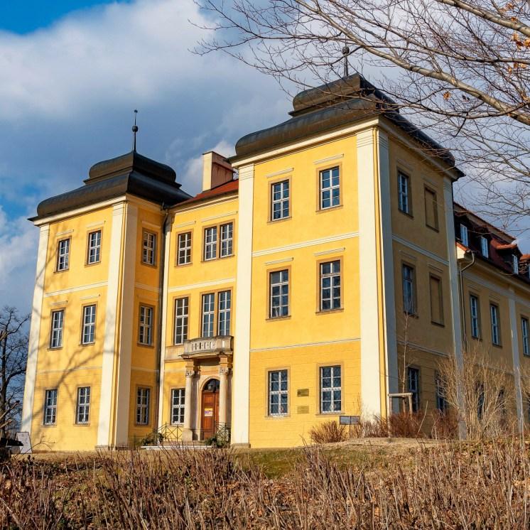 Das Große Schloss mit den markanten Zwiebeltürmen ist ein Barockbau von 1720