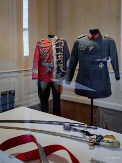 Erstmals wieder zugänglich ist der Garderobenraum Wilhelms II. Inklusive dieser Uniformen des Kaisers