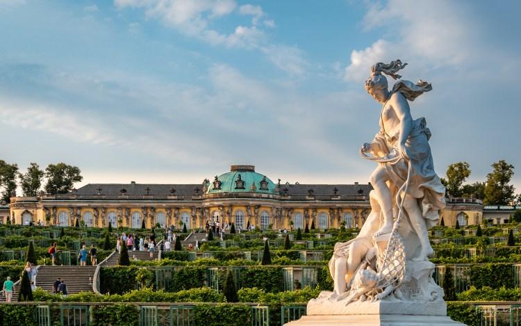 Schloss Sanssouci im Licht