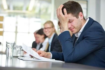 Geschftsmann mit Burnout in Business Meeting