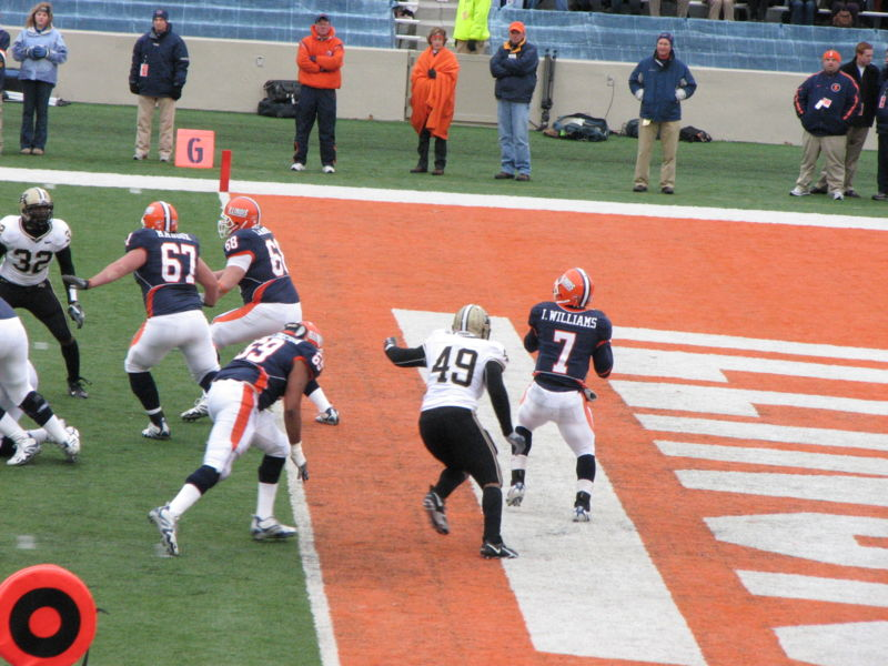 juice_williams-illinois_qb-sack.jpg