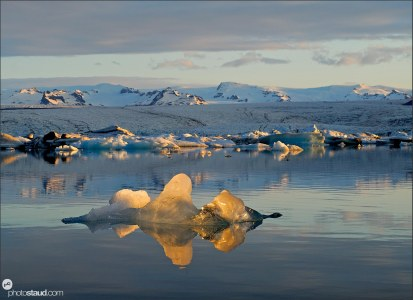 Icebergs floating in the glacial lagoon at sunset, Jokulsarlon, Breidamerkurjokull, Iceland