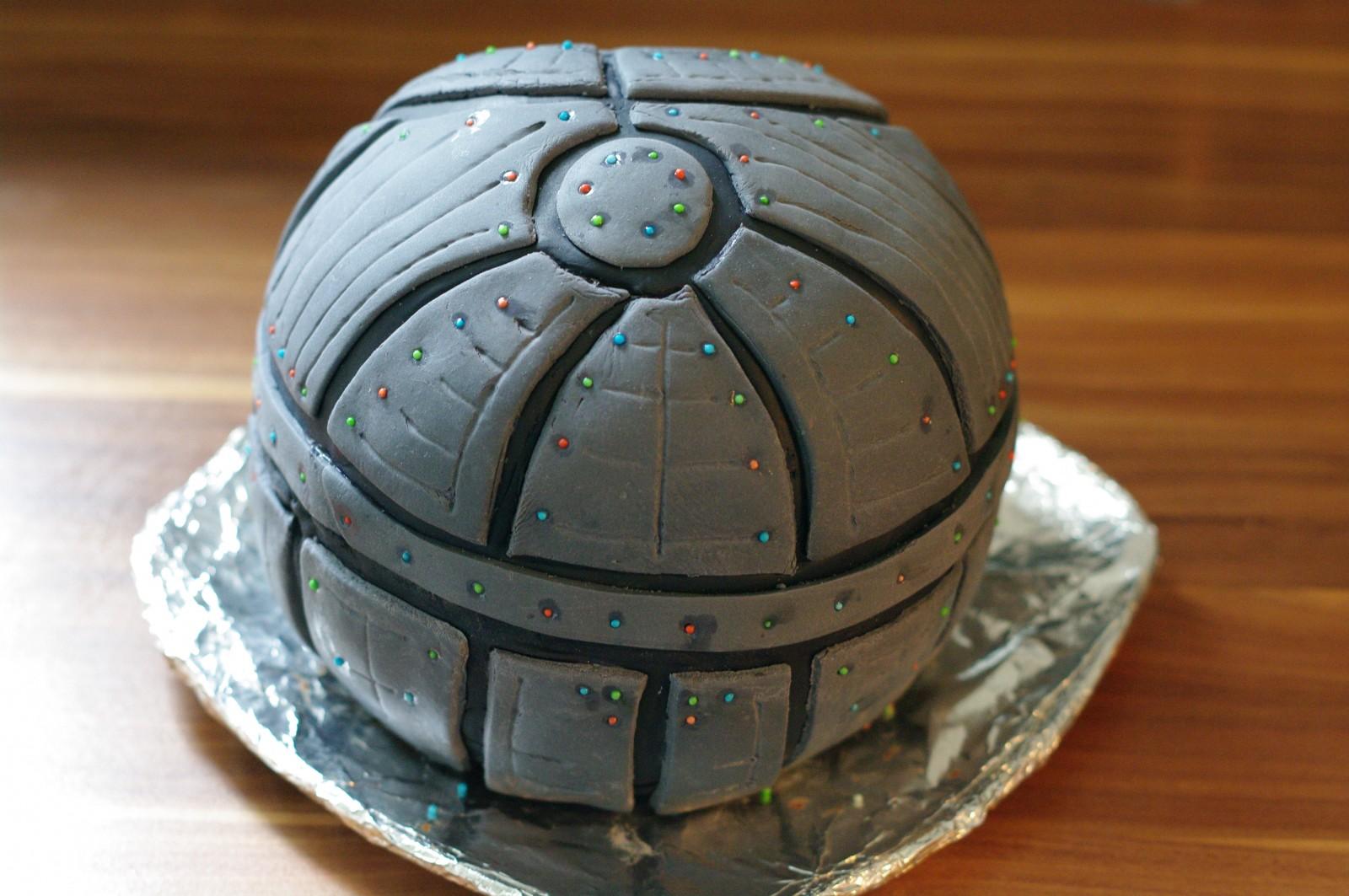 Star Wars Todesstern Kuchen