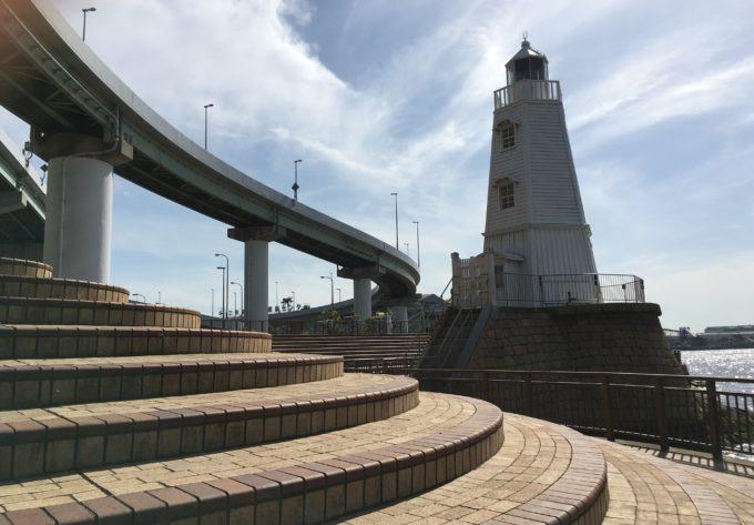 旧堺燈台と阪神高速