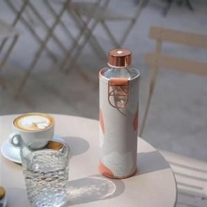 Botella de cristal reutilizable con funda de piel vegana EQUA