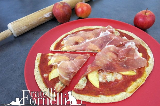 Pizza with ham, gorgonzola, apple and honey