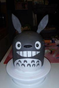 Totoro Torte fertig mit angebrachten Ohren