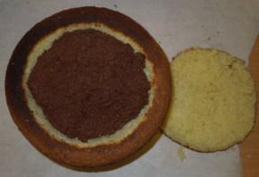 biskuit halbkugel gefüllt mit punschmasse