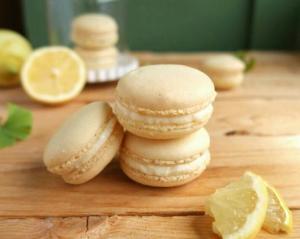 Macarons mit Zitronenfüllung