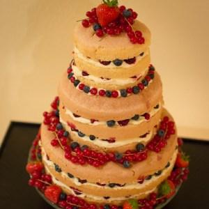 dreistöckige Torte, nakedcake, beerentorte