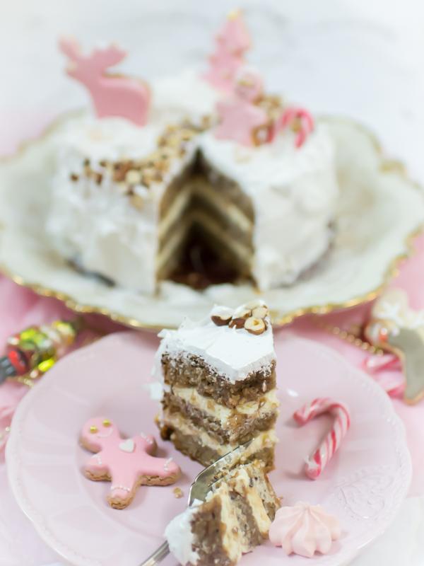 Weihnachtstorte mit Nüssen, Weihnachtskuchen, Weihnachtsdessert, Aufwendiges Dessert zu Weihnachten, Aufwendige Torte zu Weihnachten, Aufwendiger Kuchen zu Weihnachten